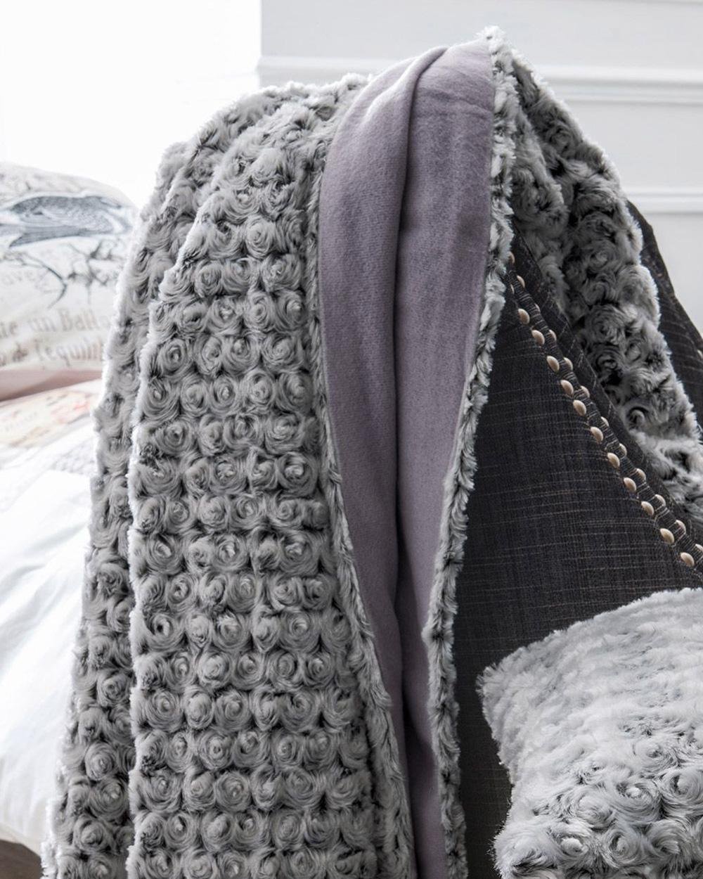plaid gris et violet deco salon