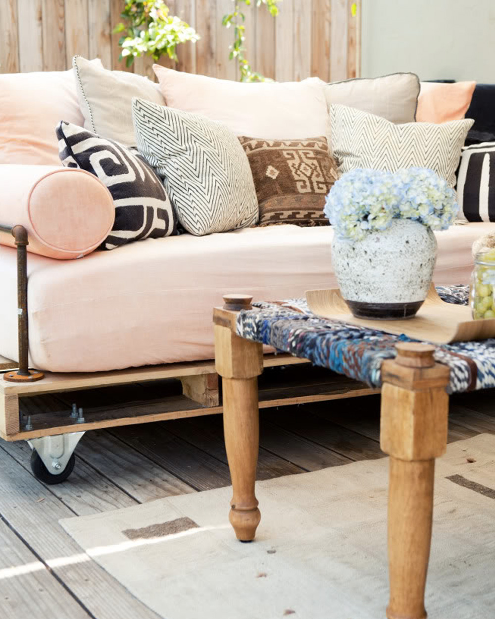 5 diy avec des palettes de bois shake my blog. Black Bedroom Furniture Sets. Home Design Ideas