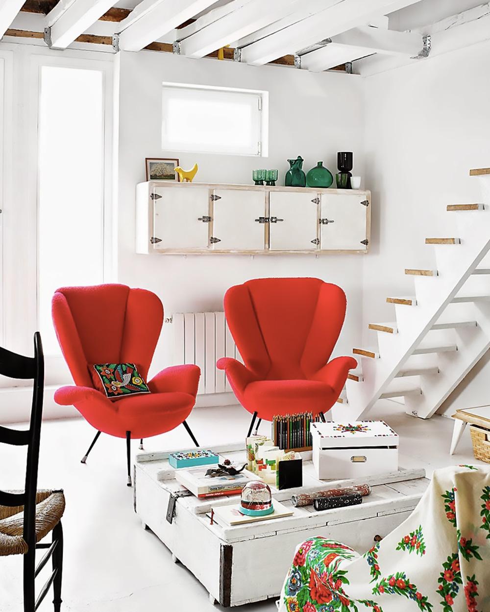 fauteuils rouges dans un salon