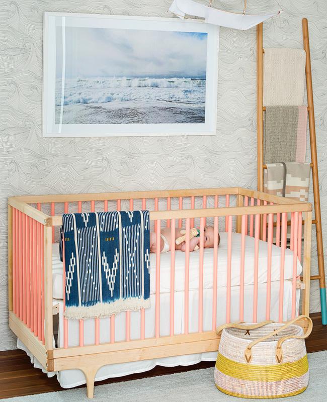 deco chambre bébé rose plage lit