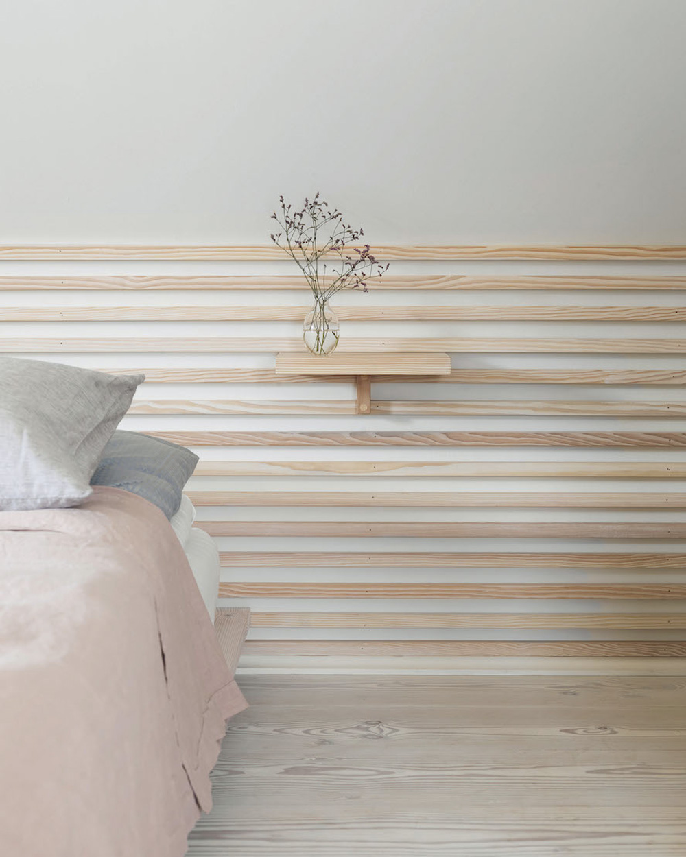 une t te de lit murale en bois diy shake my blog. Black Bedroom Furniture Sets. Home Design Ideas
