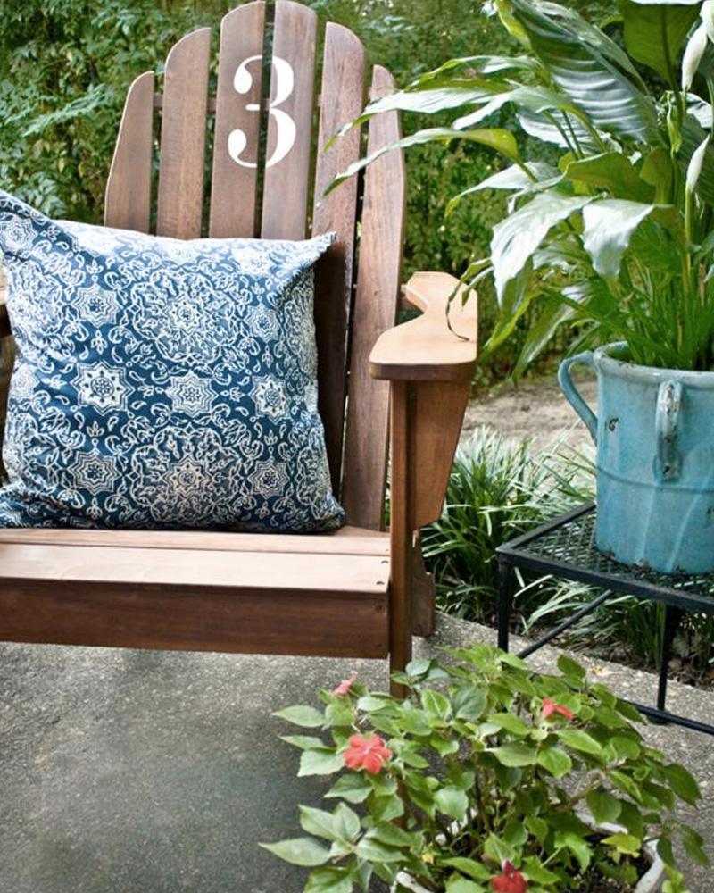 personnaliser chaise jardin bois diy