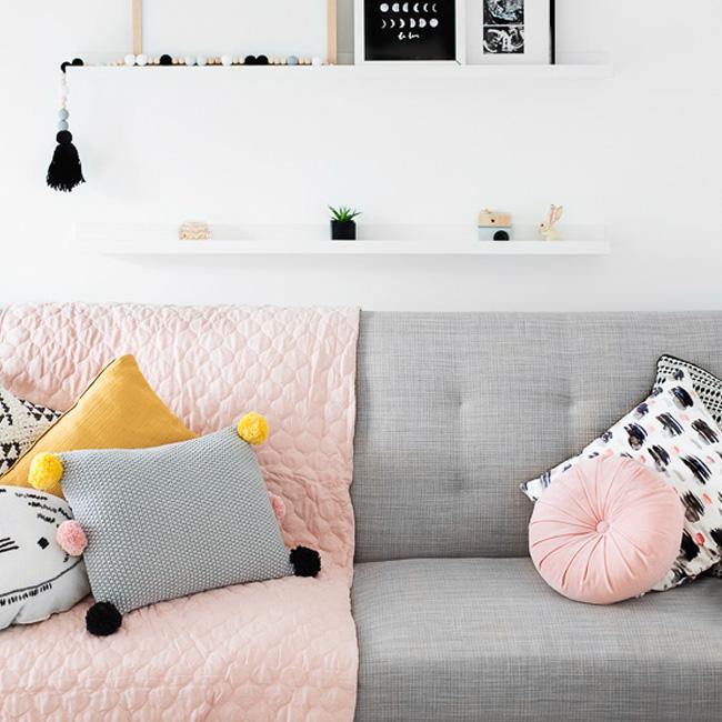 deco chambre bébé rose moderne plaid rose canapé