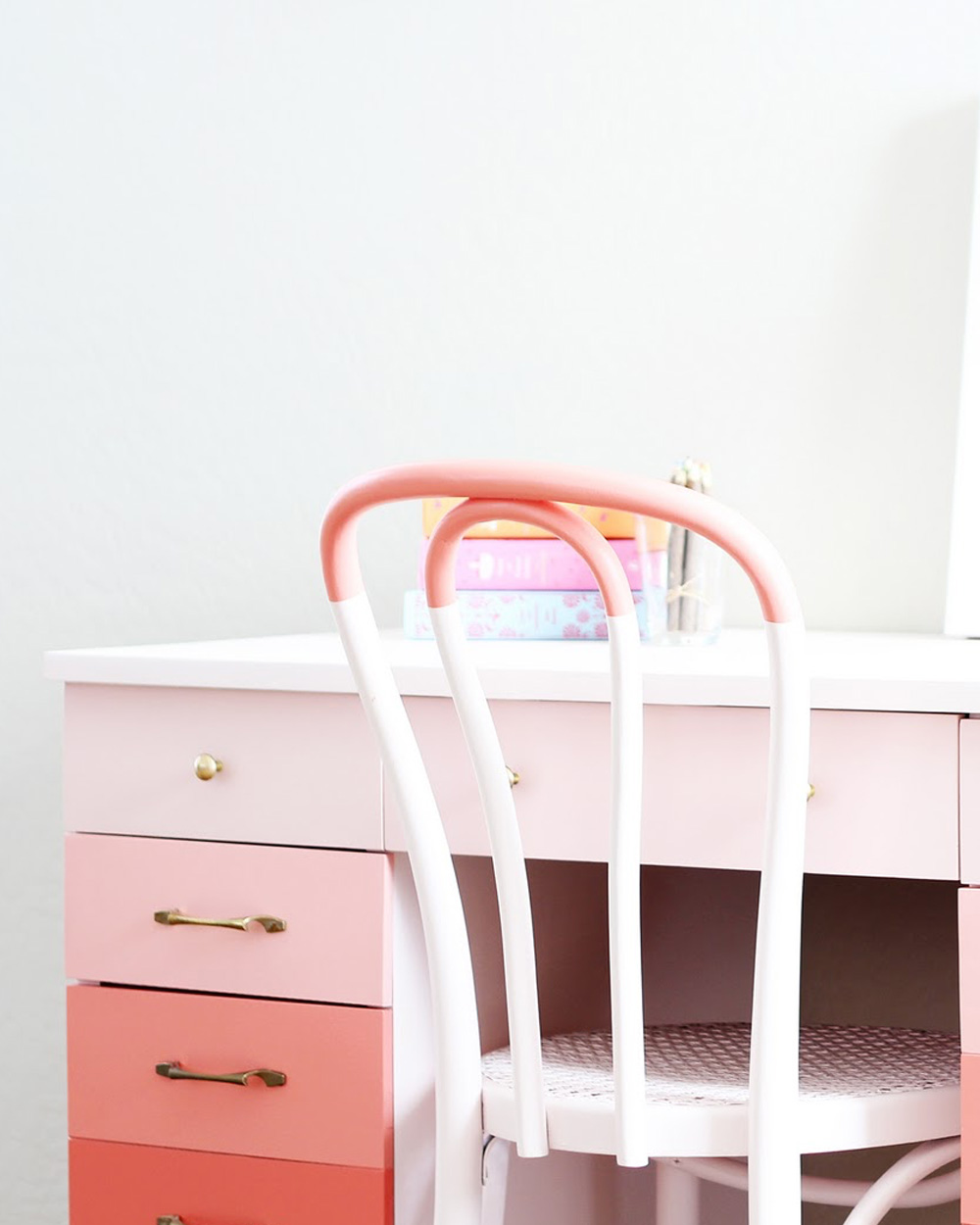 bureau nuancier rose diy