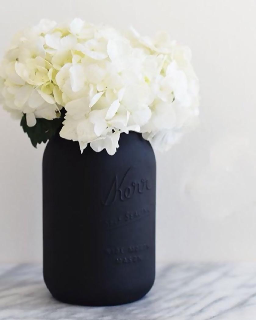 diy bocal peint noir mat vase