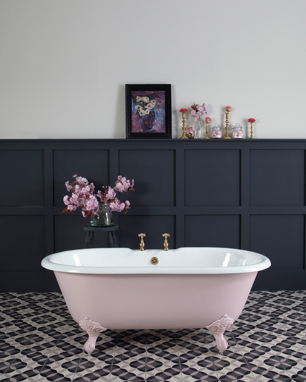 une baignoire rose dans ma salle de bain shake my blog. Black Bedroom Furniture Sets. Home Design Ideas
