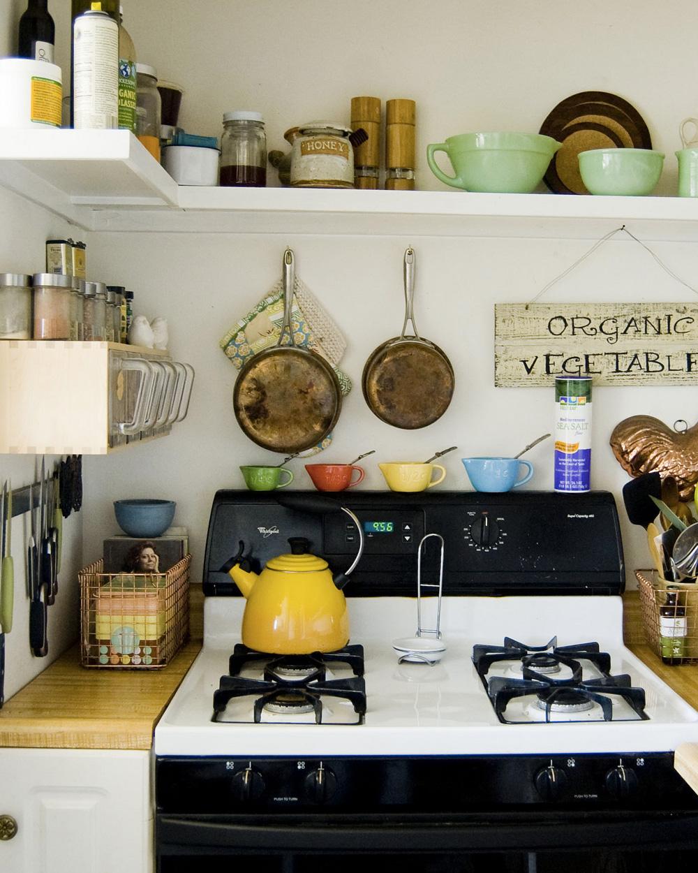 cuisine blanche et bois dans maison