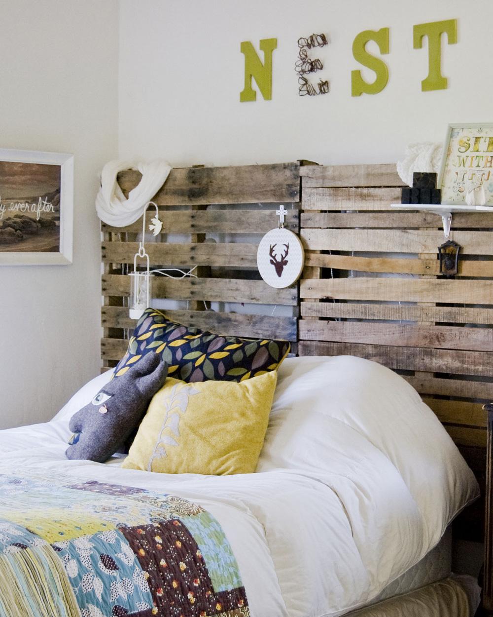 tête de lit avec des palettes