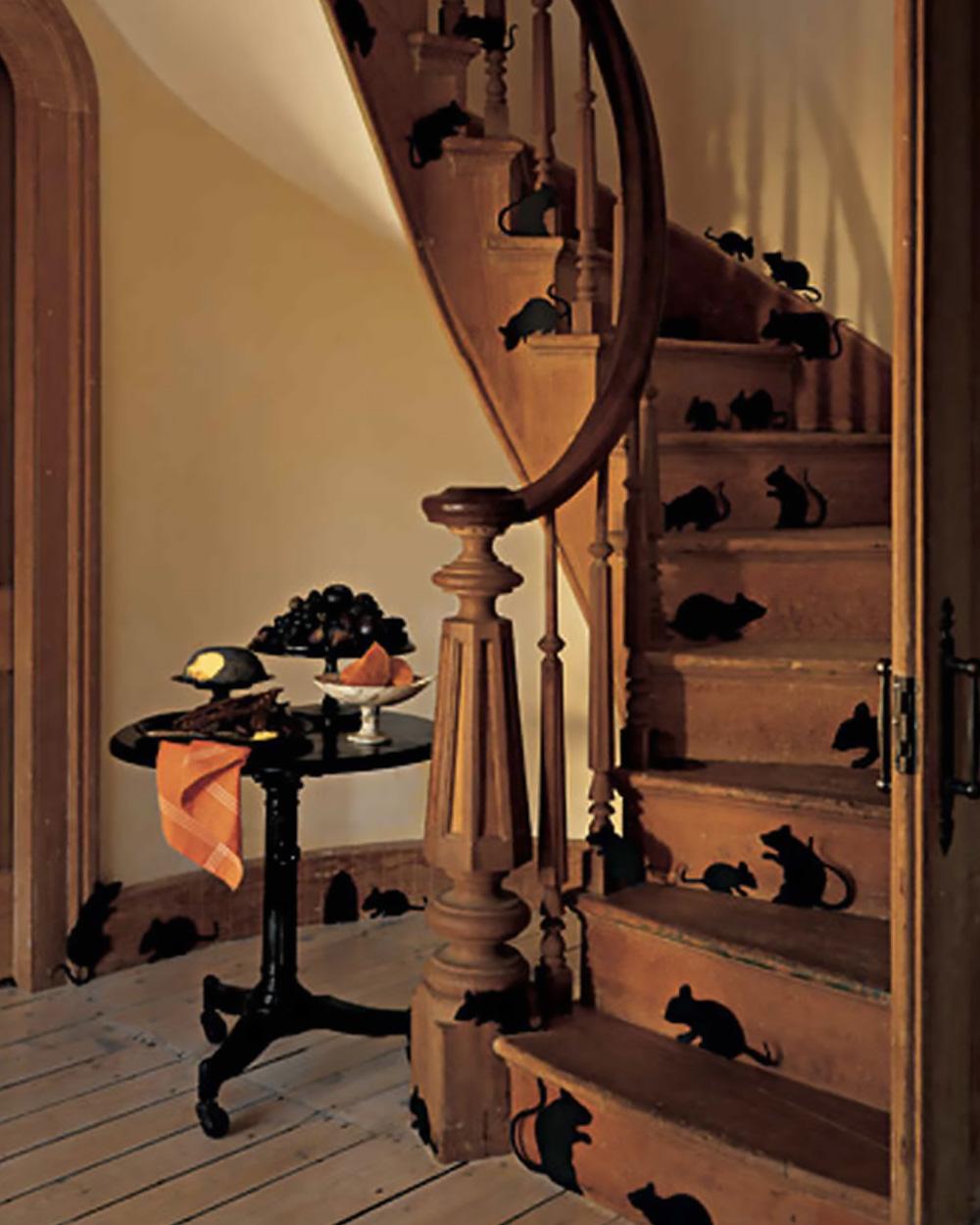 deco escalier halloween rats