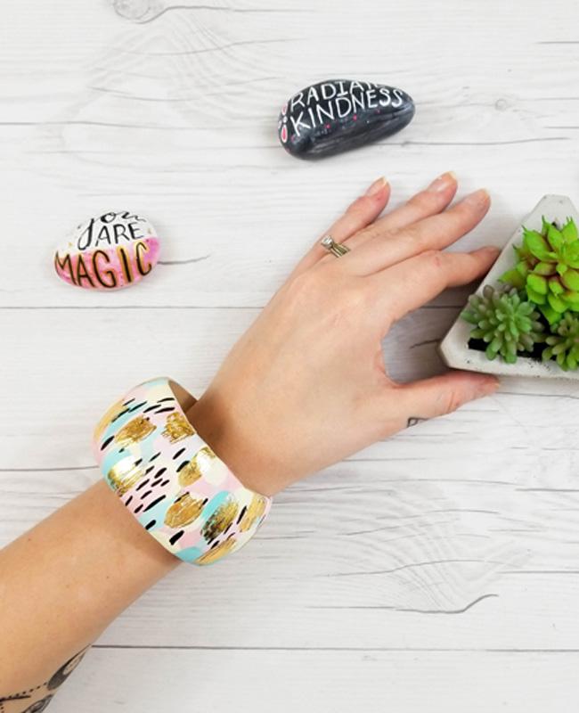 bracelet jonc bois diy peinture abstrait
