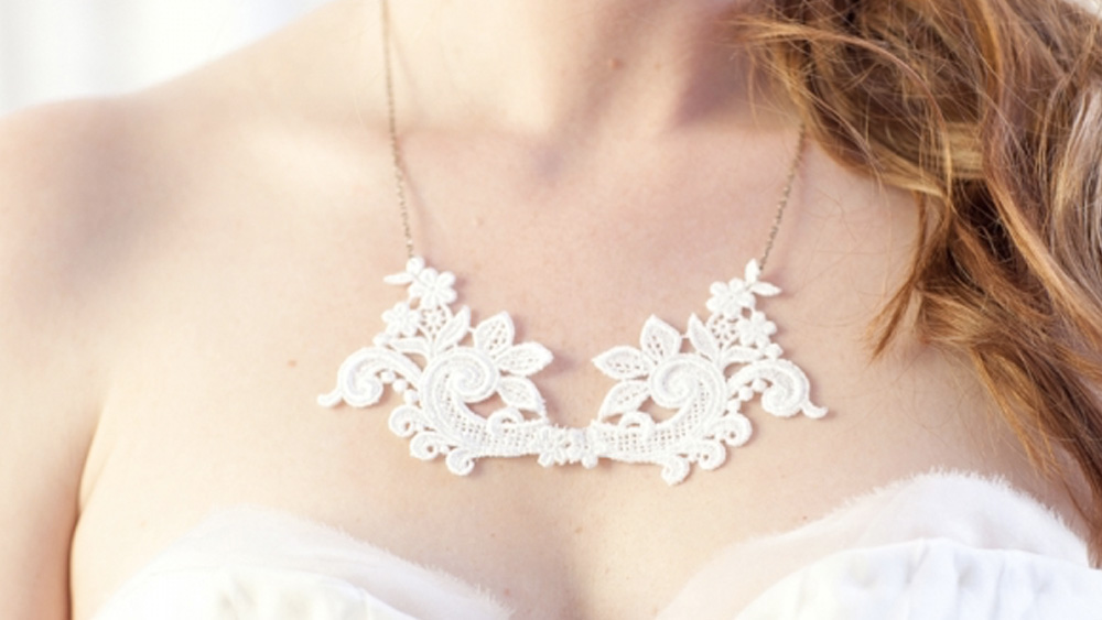 collier dentelle diy