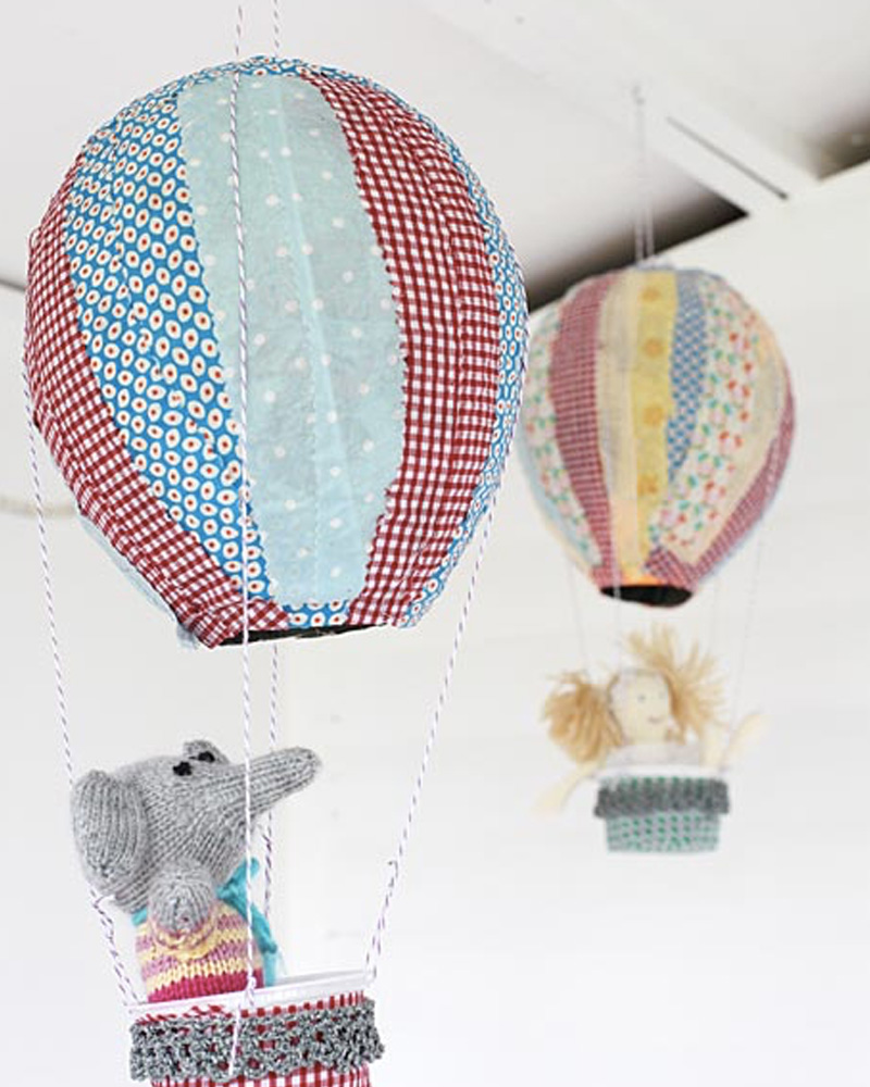 mobile montgolfière diy papier mâché