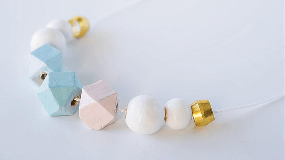 collier géométrique bois diy