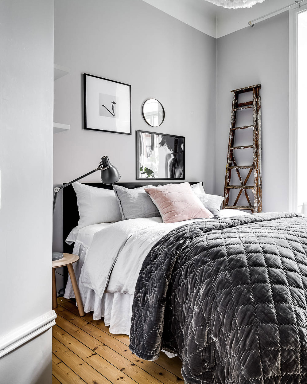 chambre scandinave deco gris rose