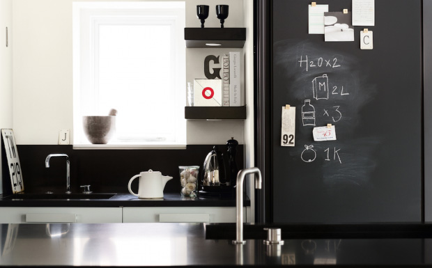 un mur en ardoise dans la cuisine shake my blog. Black Bedroom Furniture Sets. Home Design Ideas