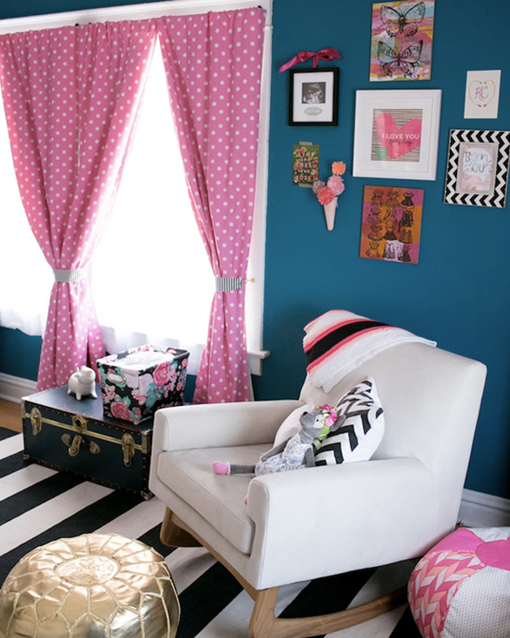 une jolie chambre de fille en bleu et rose shake my blog. Black Bedroom Furniture Sets. Home Design Ideas