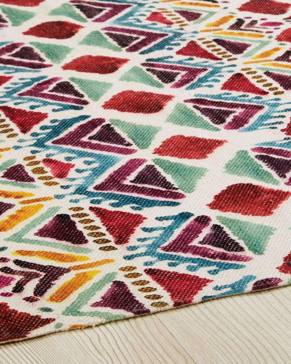 tapis motifs ethniques coloré