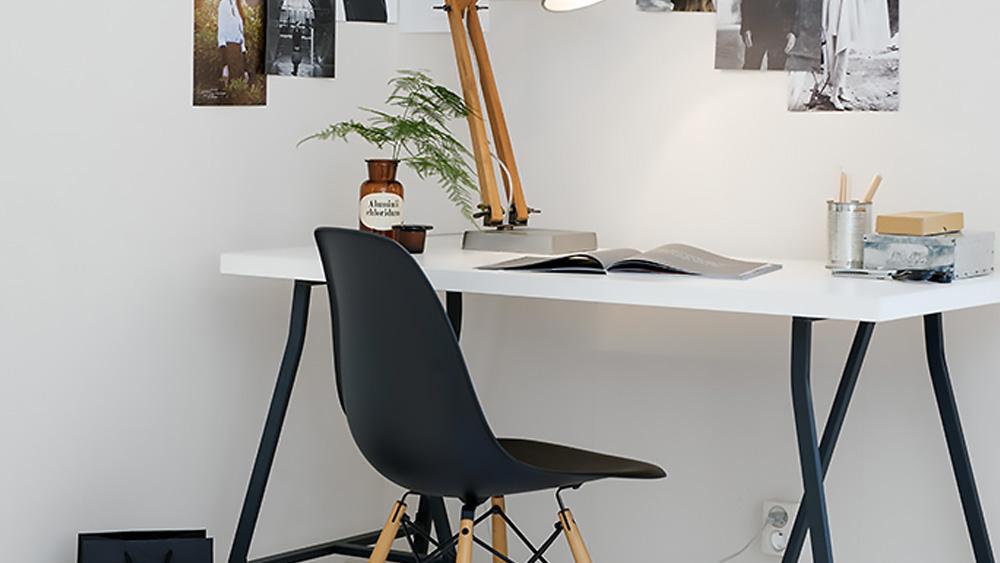 Un bureau en noir et blanc shake my blog
