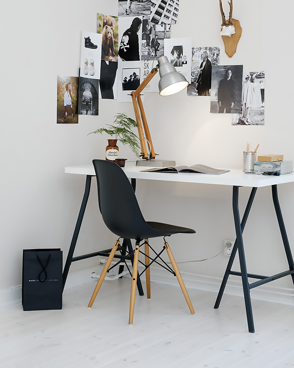 un bureau en noir et blanc shake my blog. Black Bedroom Furniture Sets. Home Design Ideas