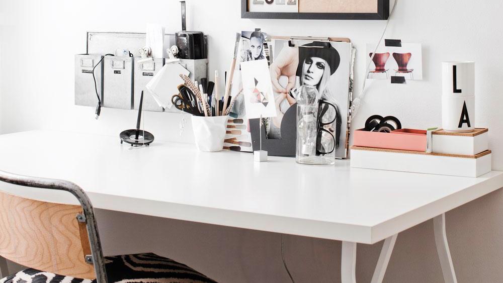 Un bureau blanc noir et bois shake my blog