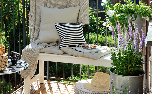 un balcon plein de charme shake my blog. Black Bedroom Furniture Sets. Home Design Ideas