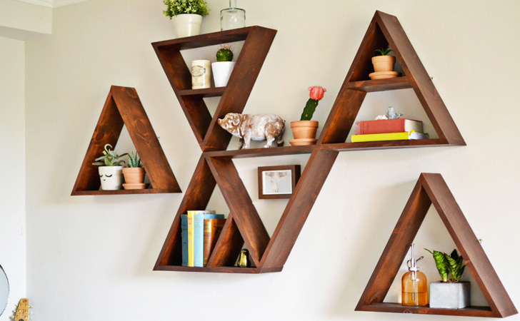 Une tag re triangle diy shake my blog - Creer une etagere murale ...