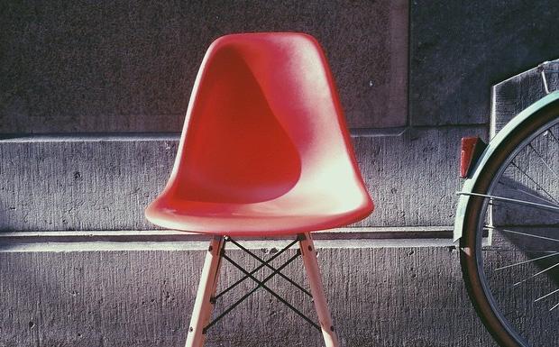 Les nouvelles couleurs de la chaise dsw chez meubles et for Chaise dsw moutarde