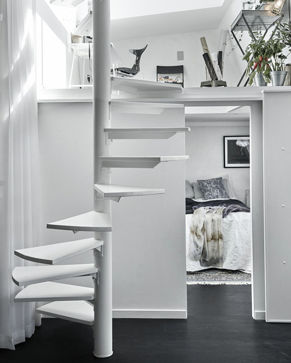 une petit loft en noir et blanc shake my blog. Black Bedroom Furniture Sets. Home Design Ideas
