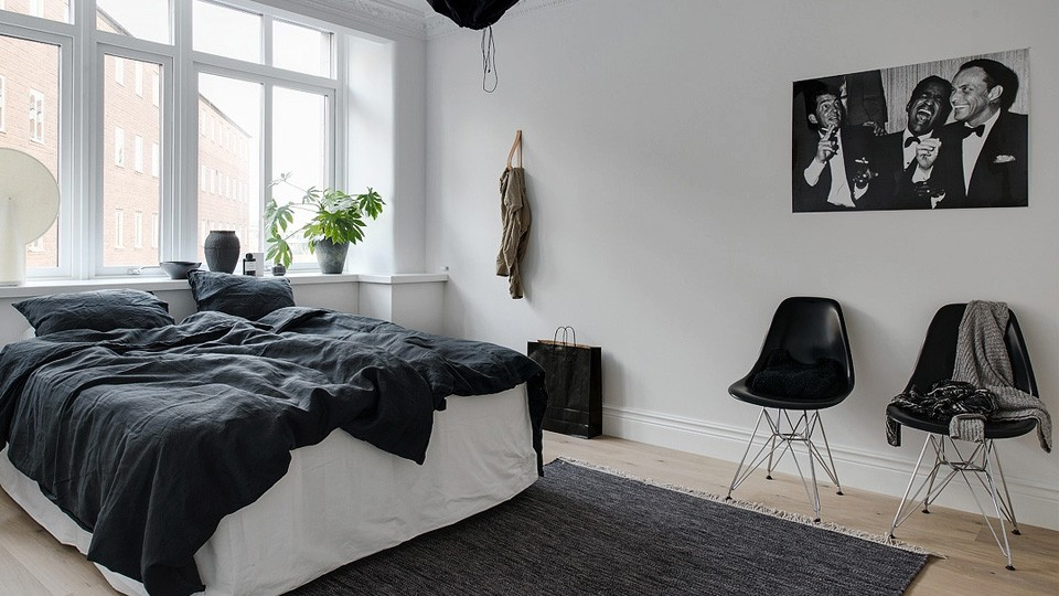 une d co scandinave contemporaine en noir et blanc shake. Black Bedroom Furniture Sets. Home Design Ideas
