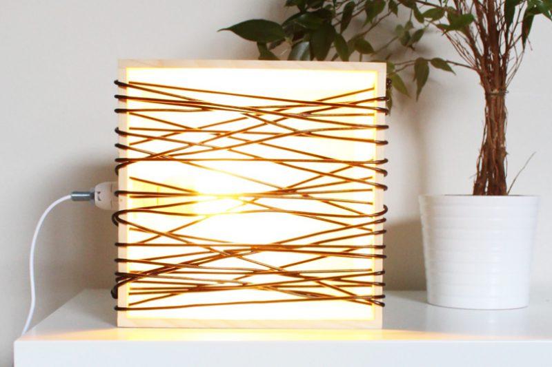 beautiful une lampe scoubidou diy with diy lampe scandinave. Black Bedroom Furniture Sets. Home Design Ideas
