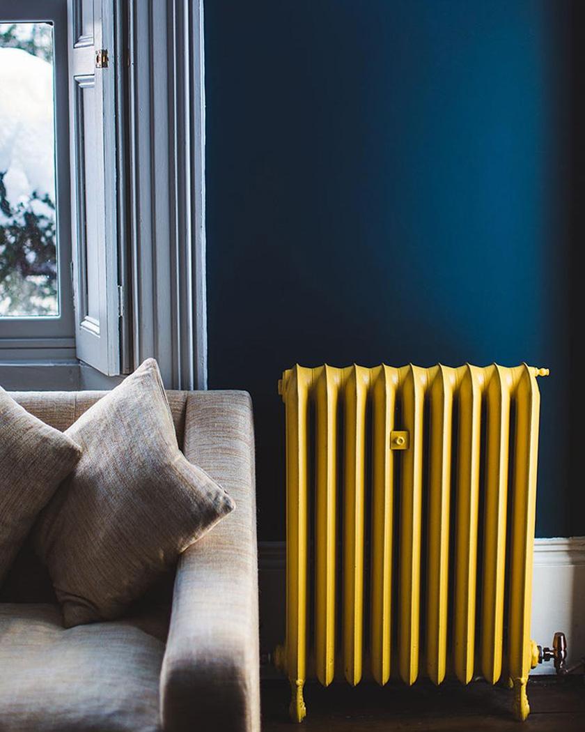 deco bleu canard jaune radiateur fonte peint