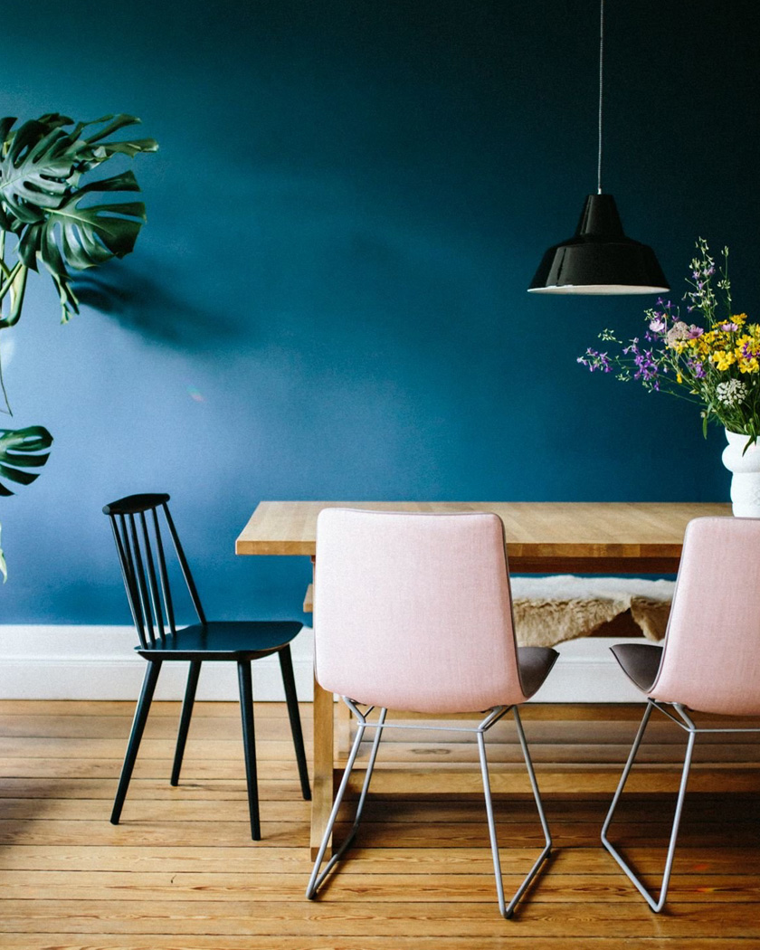 deco bleu canard rose chaises salle à manger