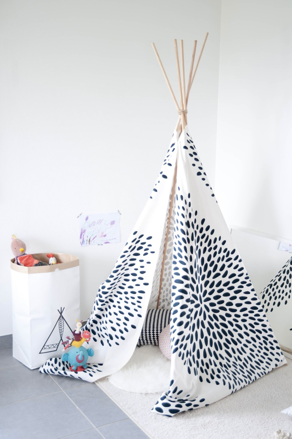 un tipi diy pour la chambre des enfants shake my blog. Black Bedroom Furniture Sets. Home Design Ideas