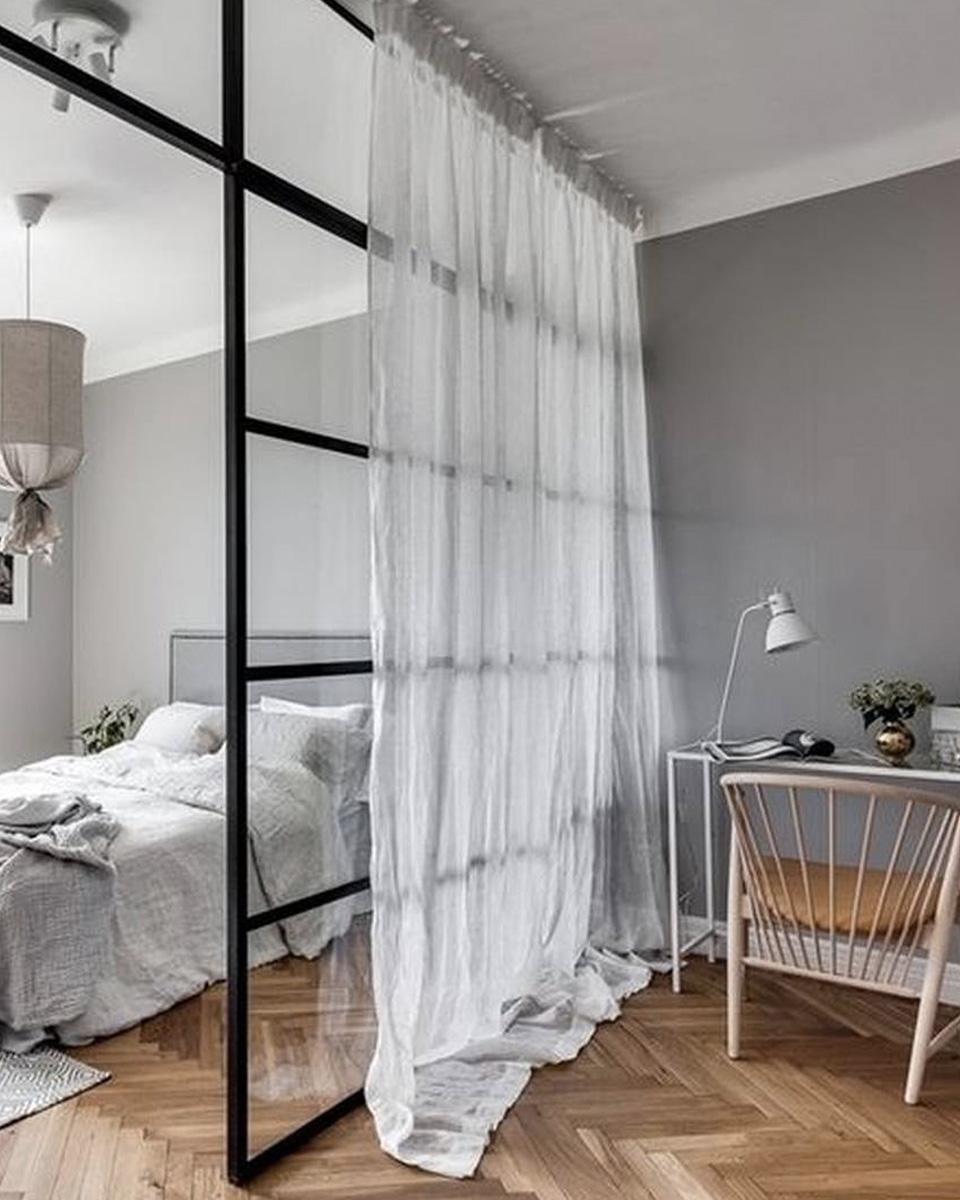 chambre verriere interesting une tte de lit verrire duintrieur pour sparer la chambre de la. Black Bedroom Furniture Sets. Home Design Ideas