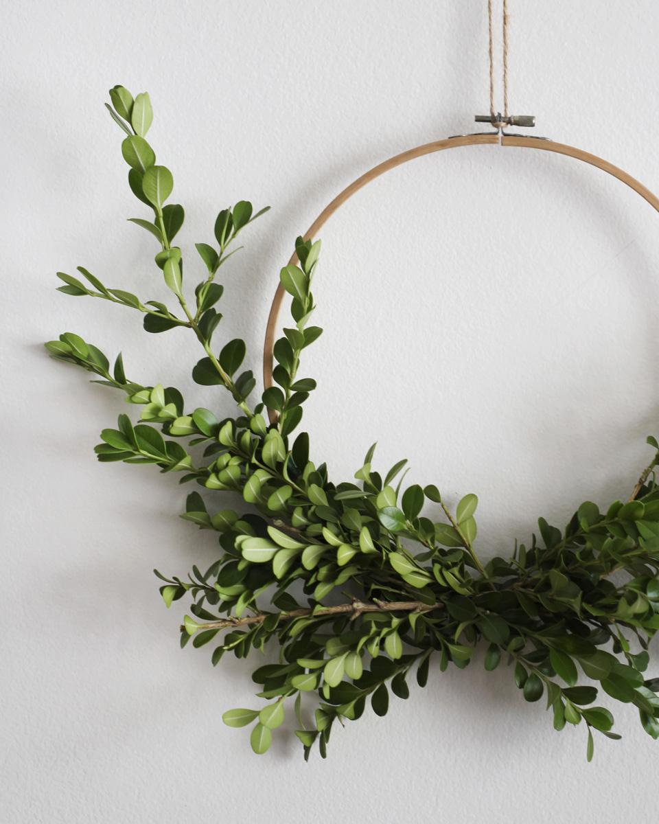 cercle a broder diy couronne végétale