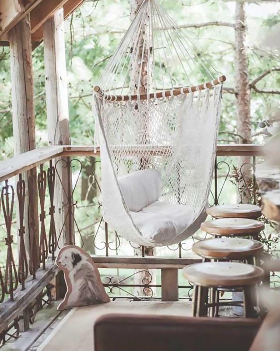 idée deco jardin detente fauteuil suspendu