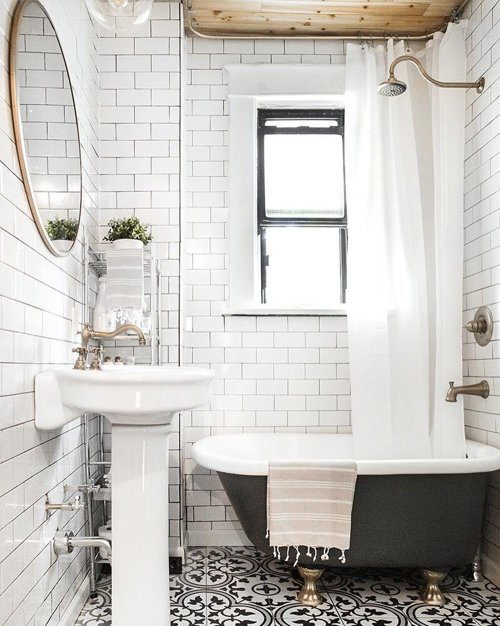 carreaux de ciment dans petite salle de bain