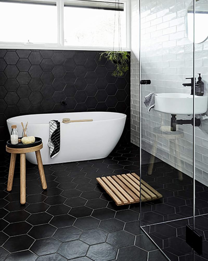 8 idées déco pour utiliser le noir dans la salle de bain | shake ... - Salle De Bains Noire