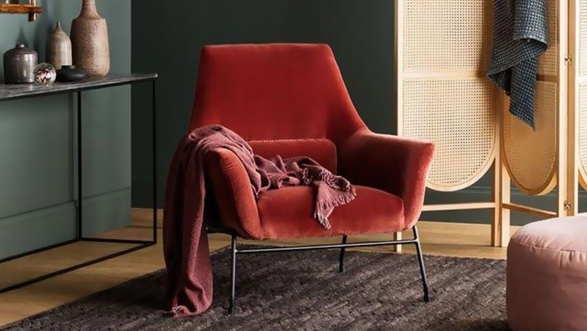 deco couleur terracotta mur vert fauteuil velours salon