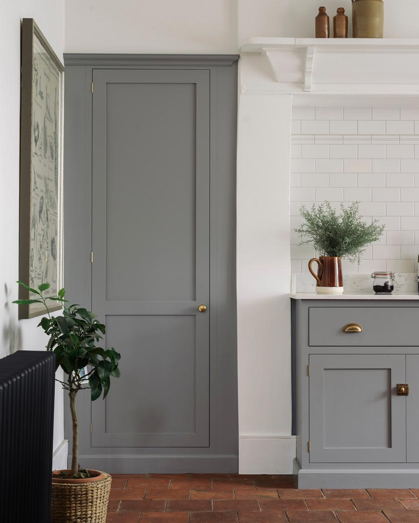 deco couleur terracotta portes grises cuisine