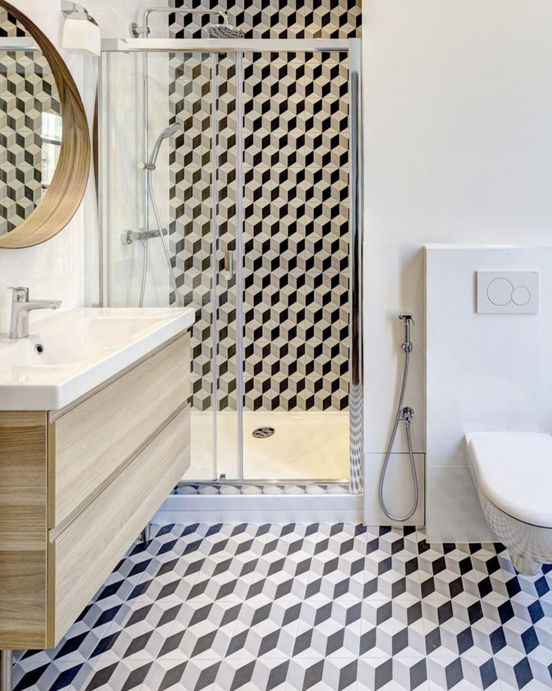 Des carreaux de ciment dans la déco de la salle de bain ...