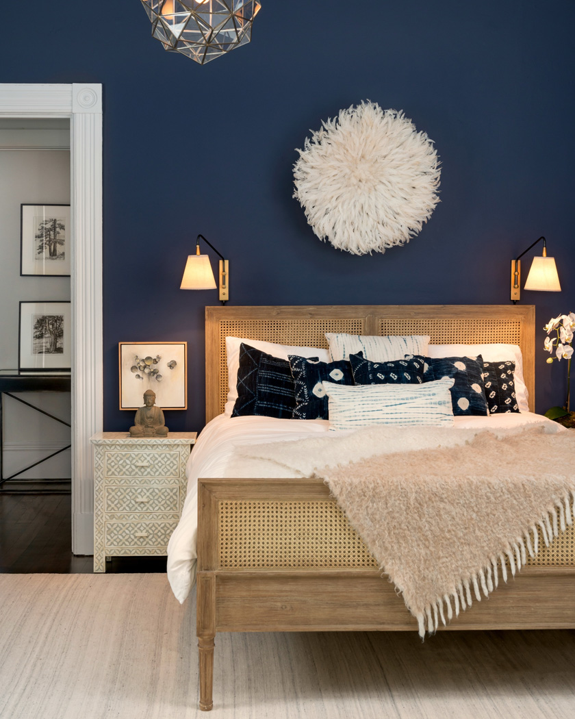 déco chambre cannage bleu foncé et beige