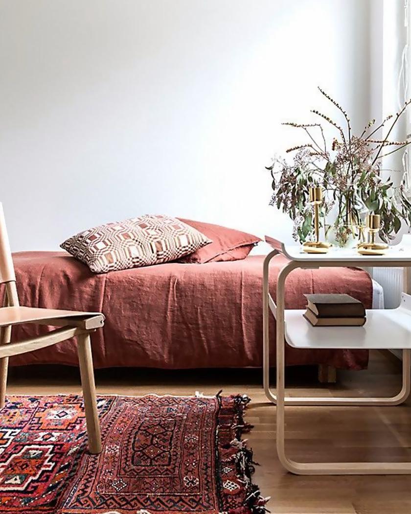 deco salon couleur bordeaux tapis persan lin
