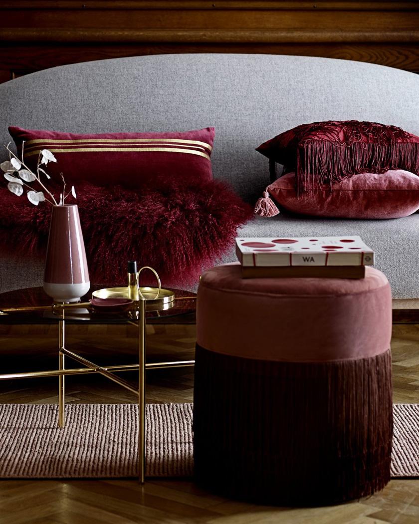 deco salon couleur bordeaux pouf franges