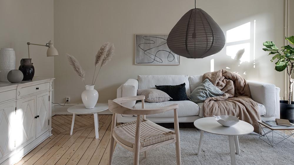 un int rieur scandinave en beige et motifs floraux shake. Black Bedroom Furniture Sets. Home Design Ideas