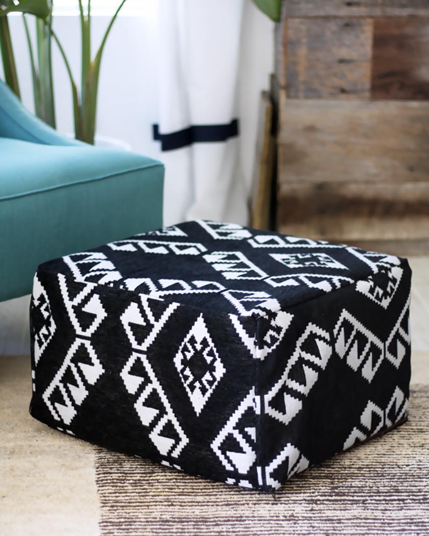 pouf diy ethnique carré tissu noir blanc