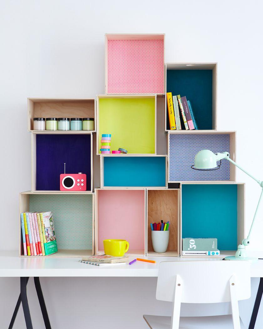 bibliothèque diy caisse vin colorées