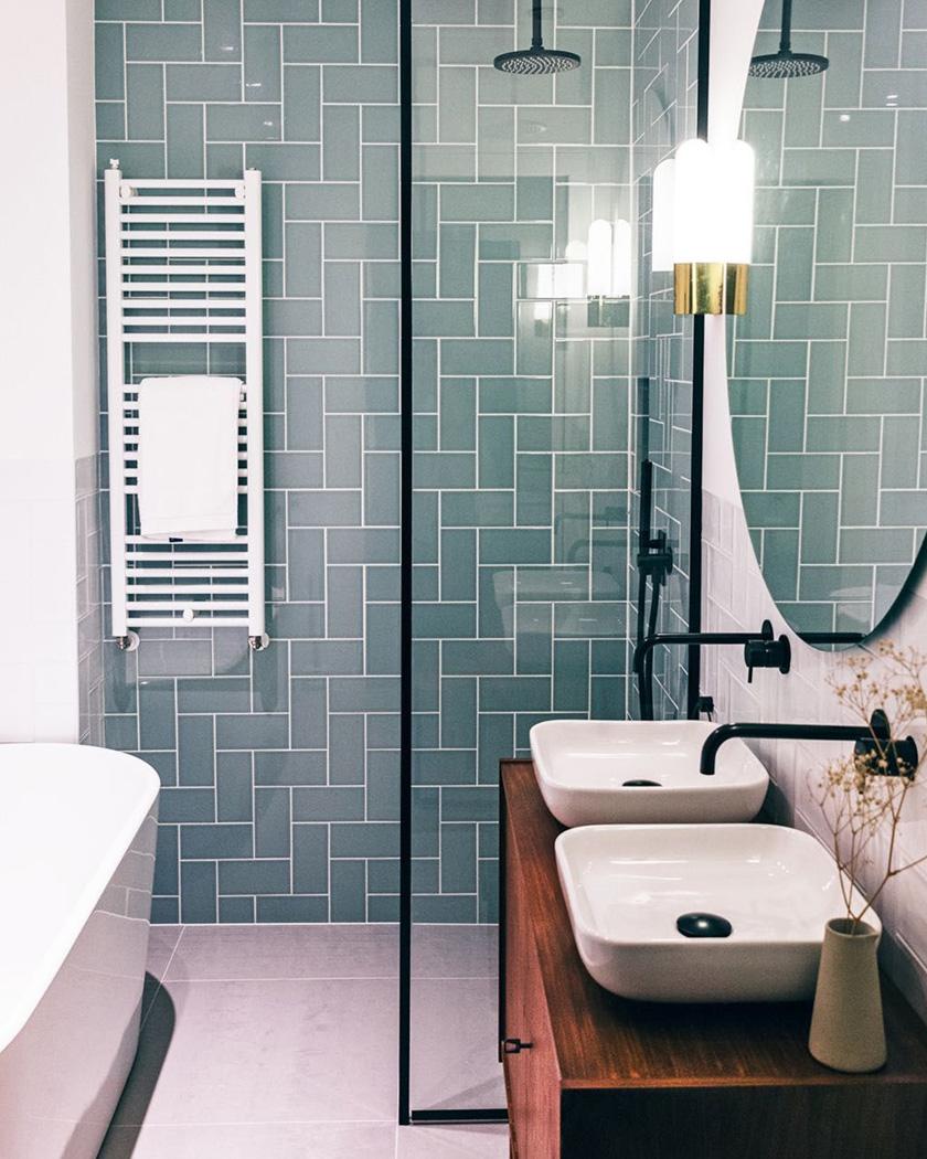 salle de bain deco carrelage métro vert eau