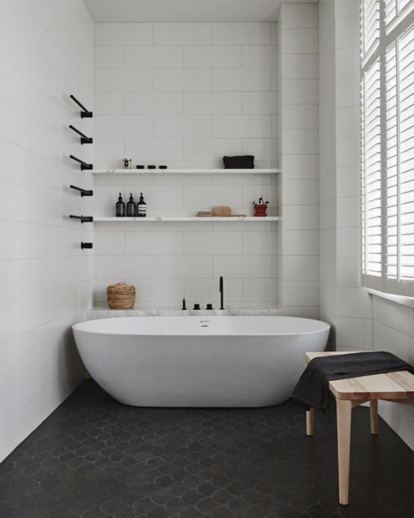 carrelage écaille salle de bain sol noir