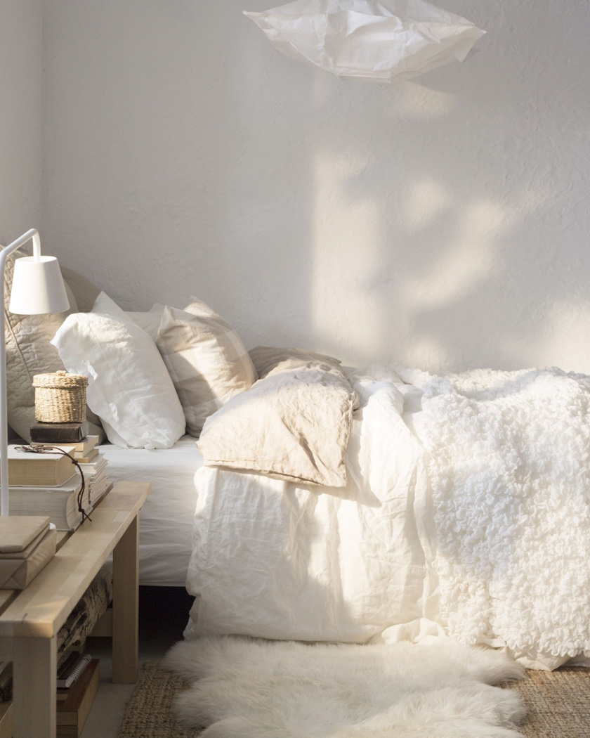 deco chambre cosy accumulation textile blanc